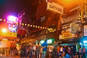 חיי הלילה בדרך Khao San Road.