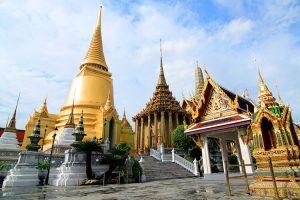 Wat Phra Kaew המעוטר בעושר.